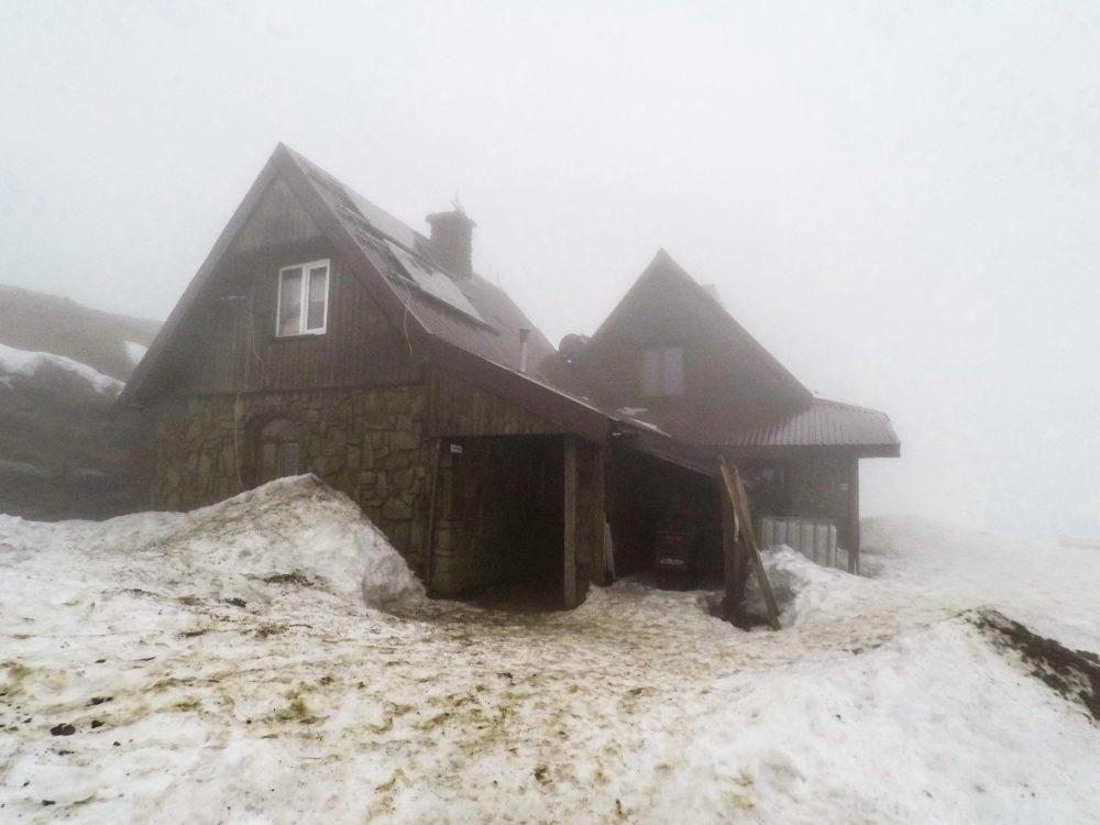 Bieszczady zimą chatka puchatka